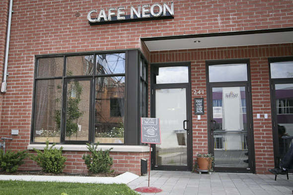 20110916-cafeneon-1.jpg