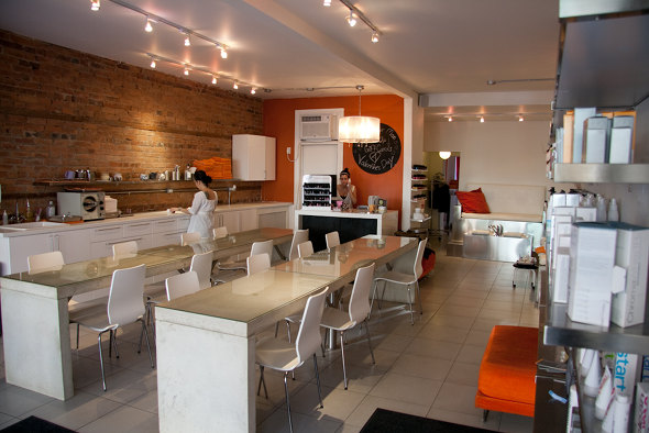 20100201_10Spot-interior.jpg