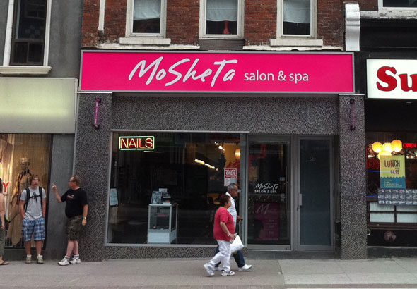 Mosheta yonge st for 100 mural street richmond hill