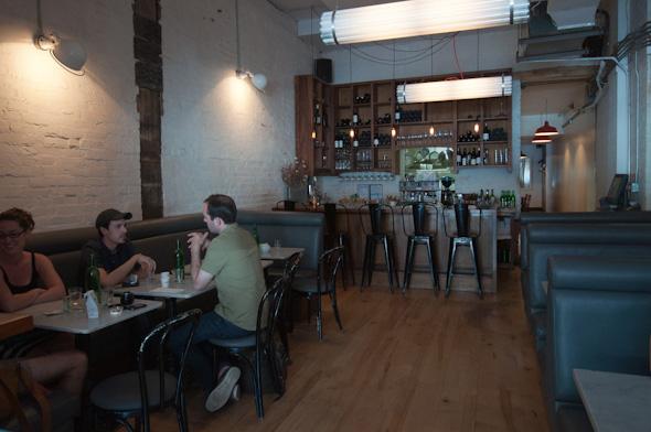 Delux Restaurant Toronto