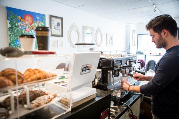 Le Neuf Cafe Toronto