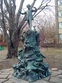 20070404_peterpanstatue.jpg