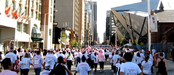 20071001runforcure_crowd.jpg