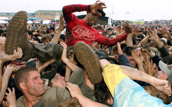 Edgefest 2009 crowd surfing