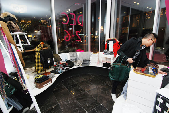 Holt Renfrew Pop Up Store