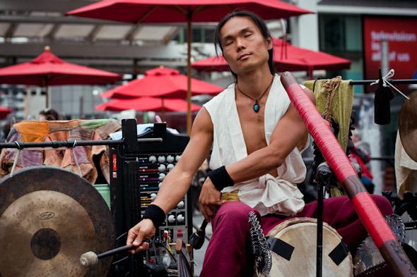 Toronto Street Busker Shibaten with Gong