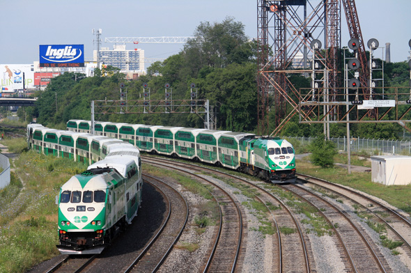 how to pay on the go train in toronto