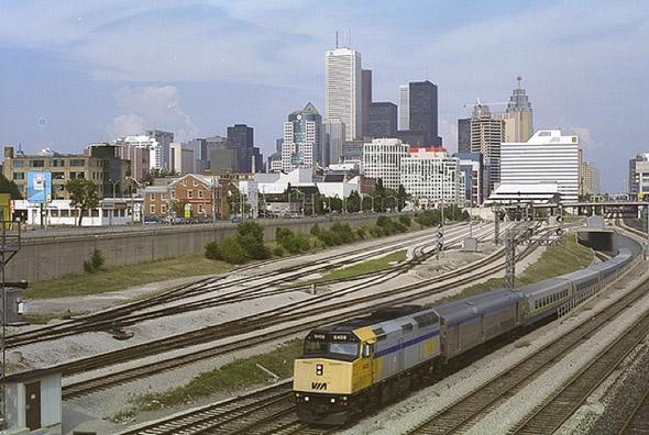 2011114-90sSkyline_train.jpg
