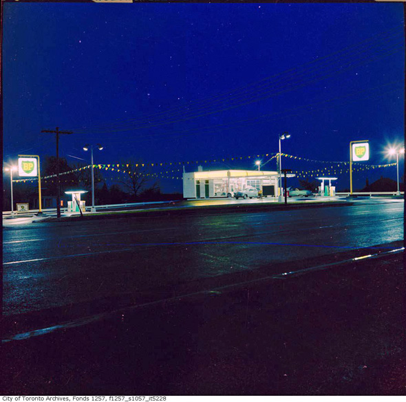 2011326-Gas-BP-1960s-night.jpg