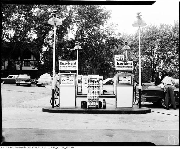 2011326-Gas-Esso-1960s.jpg