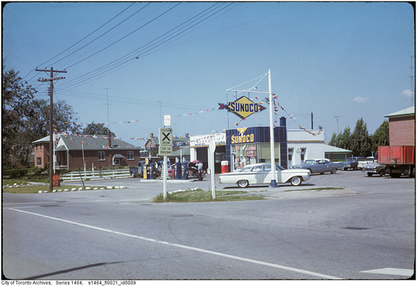 What gas stations used to look like in Toronto