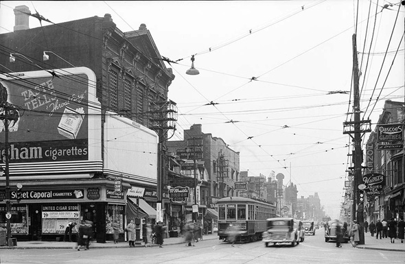 20101129-Yonge,_south_from_Bloor,_1938.jpg