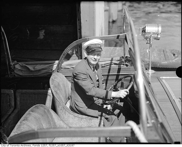 2011513-Tommy_holmes-VC-TTC-Conducter-1940s.jpg