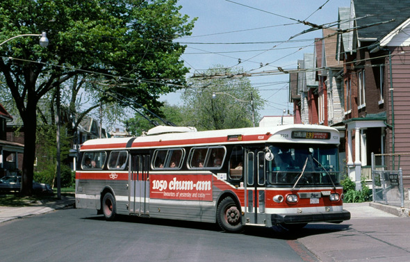 2011513-Toronto_Flyer_trolley_bus_in_1987.jpg