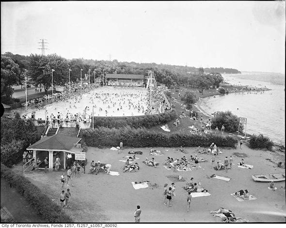 sunneyside-pool-beach-1940s-f1257_s1057_it0092.jpg