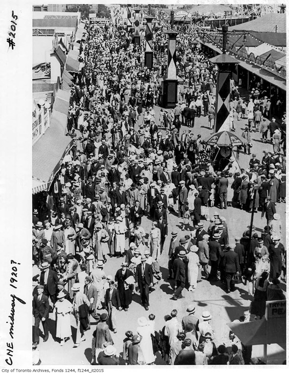 201188-CNE-Midway-crowds-1920-f1244_it2015.jpg