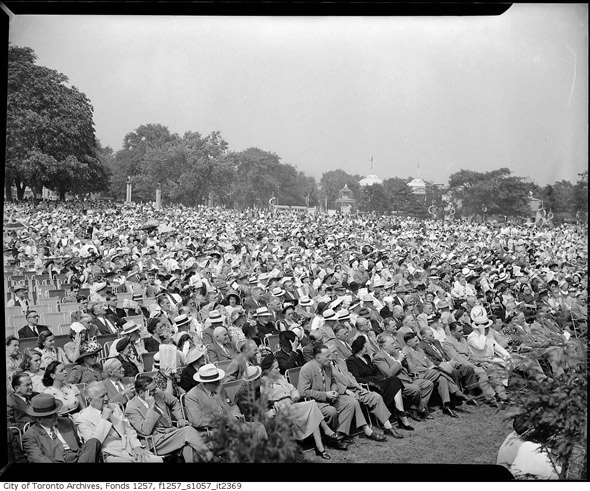 201188-CNE-bandshell-crowds-1946-f1257_s1057_it2369.jpg