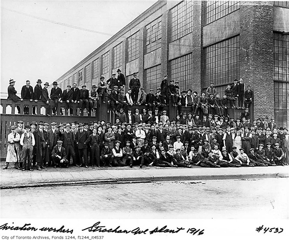 2012215-Curtiss-aeroplanes-workers-1926-f1244_it4537.jpg