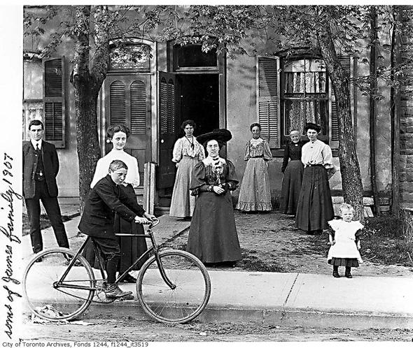 2012322-james-family-1907.jpg