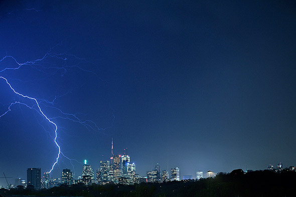 lightning strike toronto