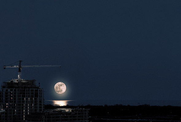 supermoon crane lift
