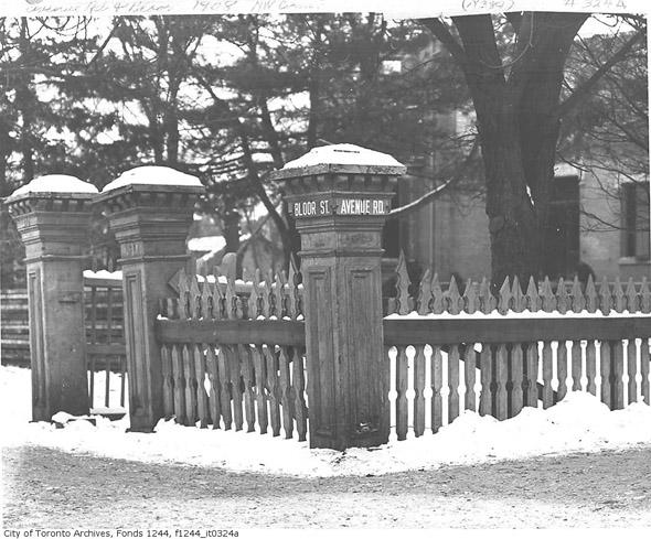 201252-bloor-avenue-fence-1908.jpg