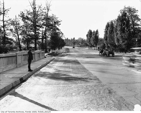 201252-bloor-west-humber-bridge-1930s.jpg
