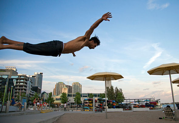 toronto diving man beach