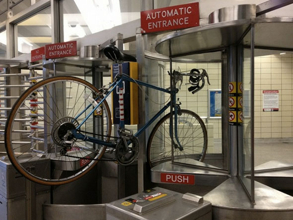 toronto bike ttc turnstile spadina station