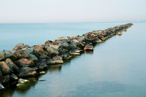 toronto islands rocks lake ontario