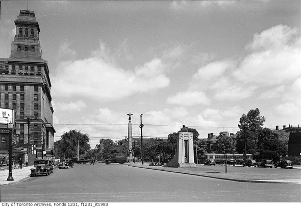 2012717-uni-queen-1939-f1231_it1983.jpg