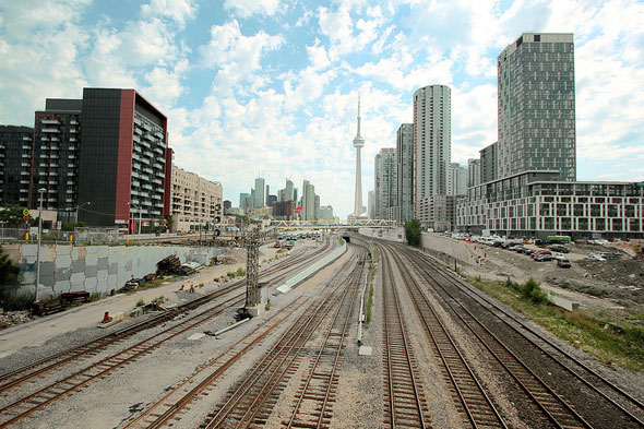 toronto bathurst street bridge rail tracks cn tower