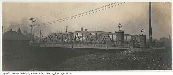 toronto queen street bridge