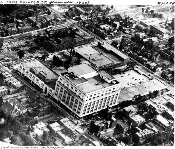 20121024-yonge-college-aerial-1930-f1244_it10054.jpg