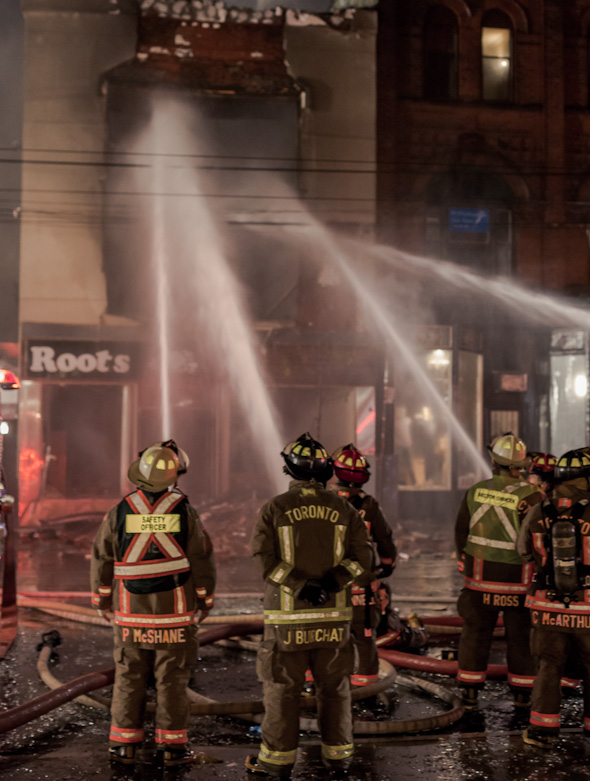 20121030_queen_west_fire13.jpg