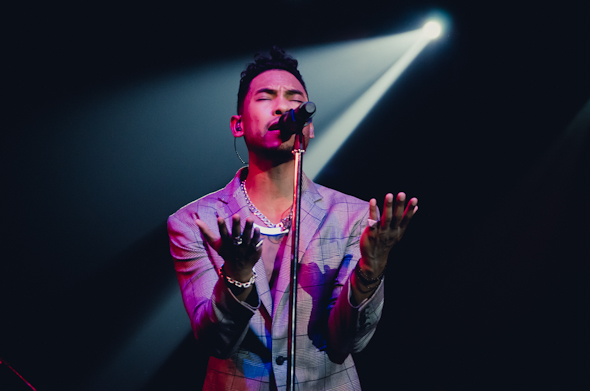 Miguel Live