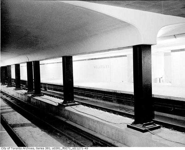 toronto station wellesley