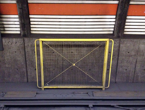 toronto subway barrier