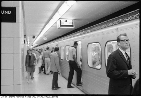 toronto subway rush hour