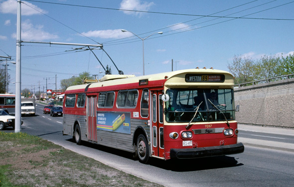 2011513-Toronto_Flyer_E700A_trolleybus_in_1987.jpg