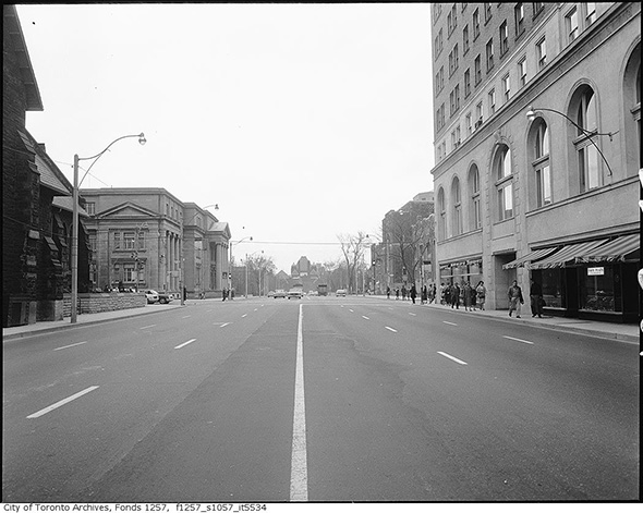2014319-ave-south-to-bloor-1970.jpg