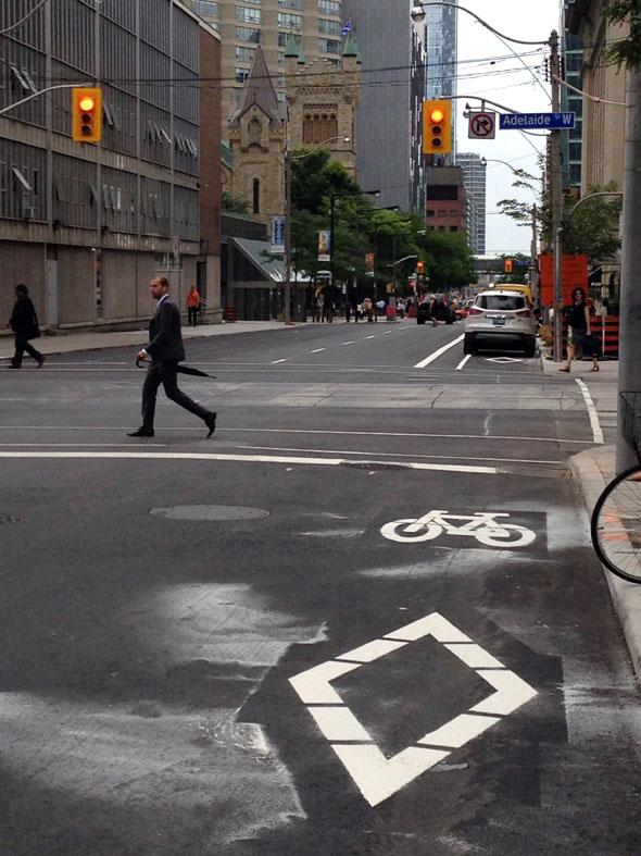 toronto simcoe bike lane