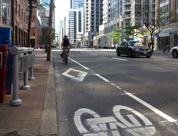 toronto bay bike lane