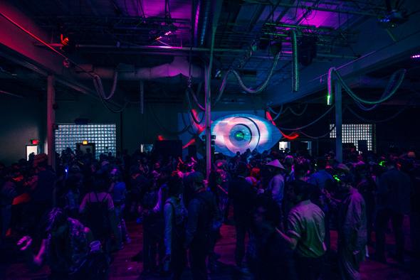 Heavyweight djs massacre dance floor at 99 sudbury for Halloween dance floor ideas