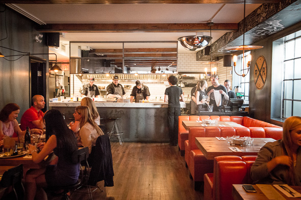 The top 10 restaurants for large groups in toronto for Restaurants for big groups