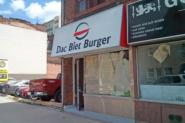 dac biet burger