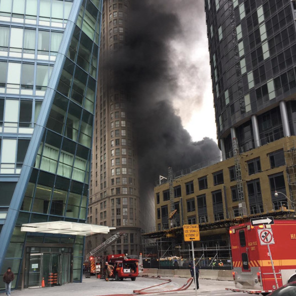 6 dramatic photos of today 39 s fire in downtown toronto. Black Bedroom Furniture Sets. Home Design Ideas