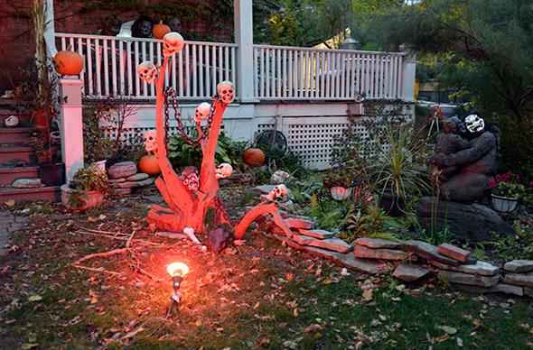 Toronto house halloween decorations