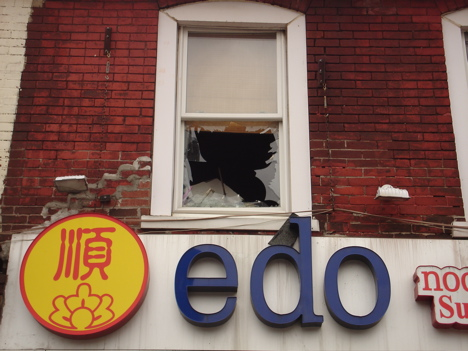 20070417_edowindowsmashed5.jpg