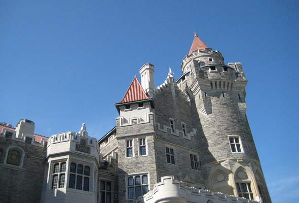 Haunted halloween attractions in toronto for Casa loma mansion toronto